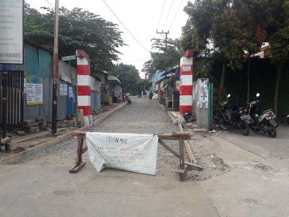 Pengecoran Jl Matahari, Masuk Gereja Bernadet Lebih Nyaman Lewat Pintu di Jl Akses Graharaya